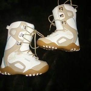 girls boarding boots